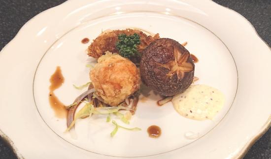 椎茸(しいたけ)の肉詰め うずら卵の海老巻き カキの揚げ物 バルサミコソースとタルタルのソース